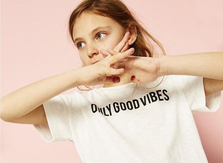 nueva tendencia de moda infantil moda con mensajes